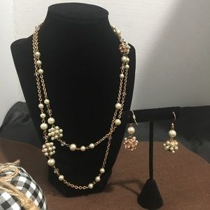Vintage look necklace with earrings